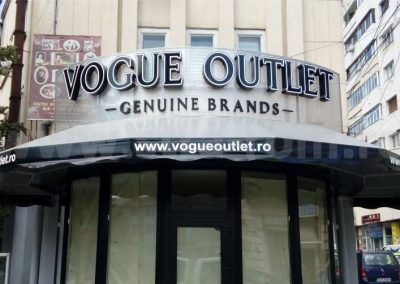 vogue outlet litere pe panou